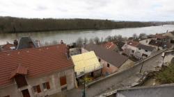 Isolation toiture par l'extérieur : vue aérienne de la maison rénovée