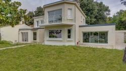 Une double extension contemporaine dans une maison à La Rochelle (17)
