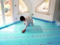 Isolation thermique des planchers bas : pose du panneau Floormate 200 SL-X