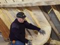 Isolation des combles aménagés : mise en oeuvre de la laine à dérouler Isoconfort 32
