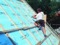 Pose du panneau en polystyrène Roofmate TG-X en toitures avec Sarking