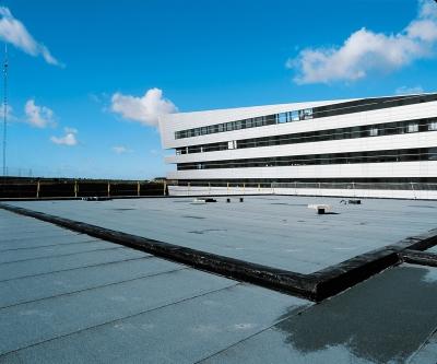 Bâtiments maçonnés isolation des toitures terrasses : pose de Epsitoit 25