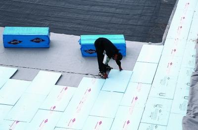 Isolation thermique des bâtiments maçonnés : pose de Floormate 500-A