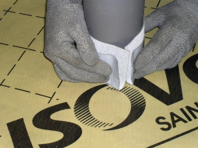 Points singuliers des membranes d'étanchéité à l'air : pose de Isostretch