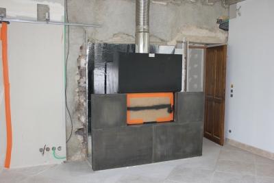 Protection feu : pose du panneau en laine de roche Rocflam (foyers de cheminée)