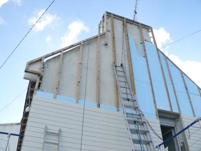 Isolation des toitures par l'extérieur avec Sarking : pose de Roofmate TG-A
