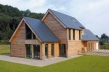 Découvrez les étapes de pose pour l'isolation des murs des maisons ossature bois