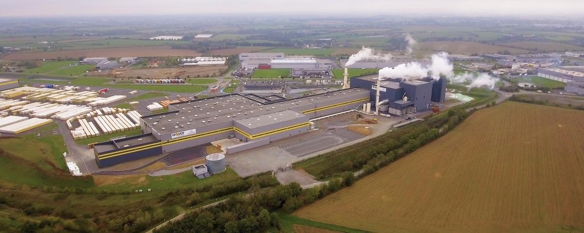 Figure 1 - La nouvelle ligne dédiée à la laine à souffler prend place dans un bâtiment flambant neuf de 4500 m2 construit dans le prolongement de l'usine.