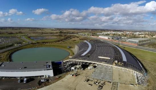 Musée Aeroscopia : vue de la construction à proximité de l'usine Airbus