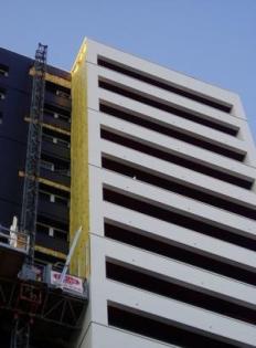 Rénovation logements collectifs : Pose de la laine de verre ISOFACADE 32