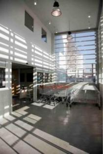 Rénovation du point de vente et ITE : vue intérieure de l'entrée