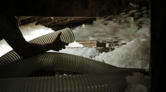 Travaux d'isolation des combles : Soufflage mécanique de la laine