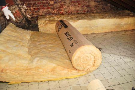 solution d'isolation des combles perdus par une laine à dérouler